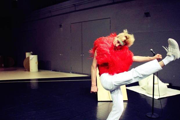 Mascha Bischoff_Kostümbild_Bühnenbild_FUN!_ Lea Moro_ Tanzhaus Zürich_Mascha Mihoa Bischoff_12
