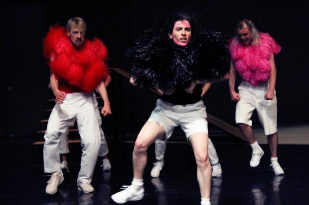 Mascha Bischoff_Kostümbild_Bühnenbild_FUN!_ Lea Moro_ Tanzhaus Zürich_Tanz im August_Foto Mascha Mihoa Bischoff_10