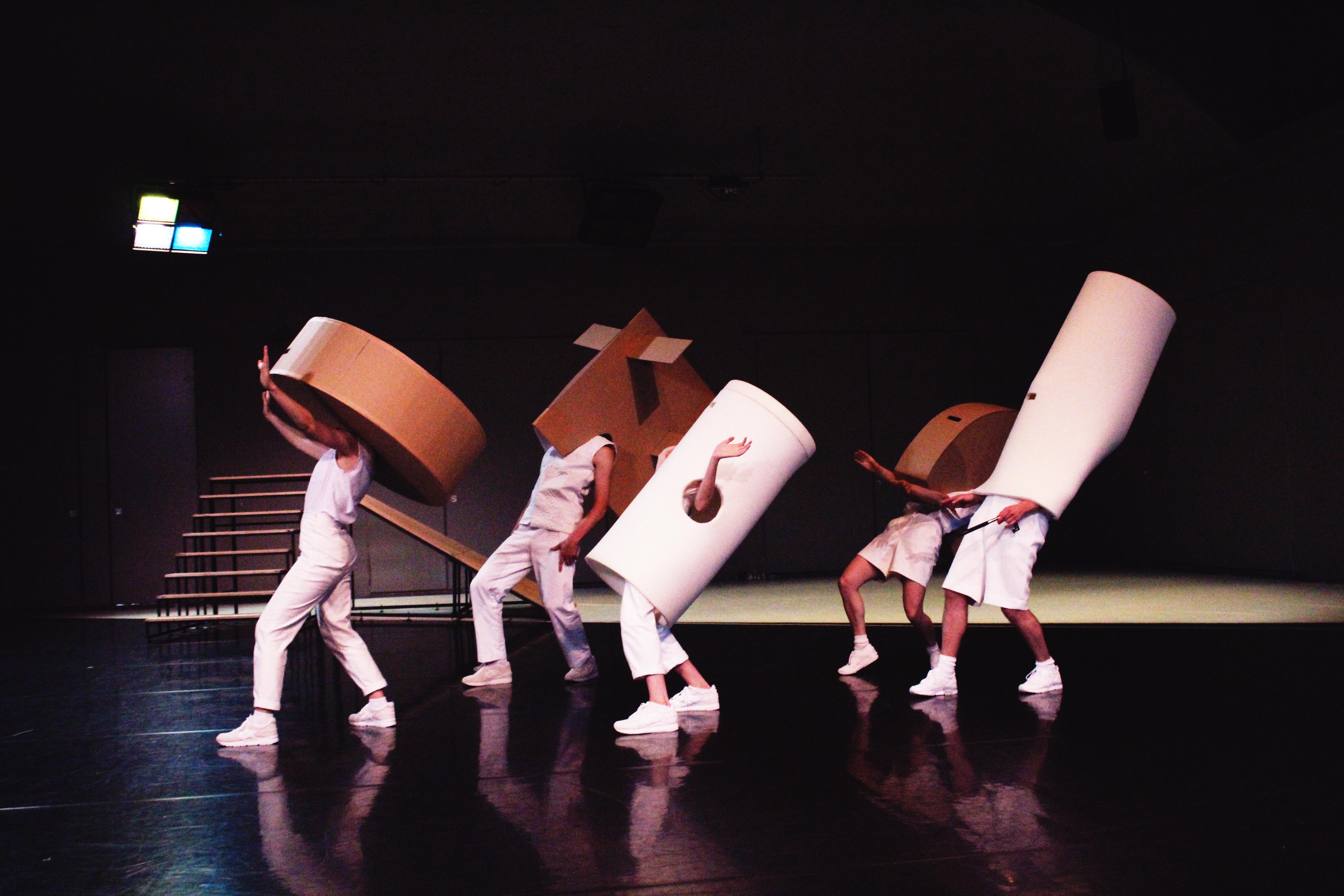 Mascha Bischoff_Kostümbild_Bühnenbild_FUN!_ Lea Moro_ Tanzhaus Zürich_Tanz im August_Foto Mascha MIhoa Bischoff_3