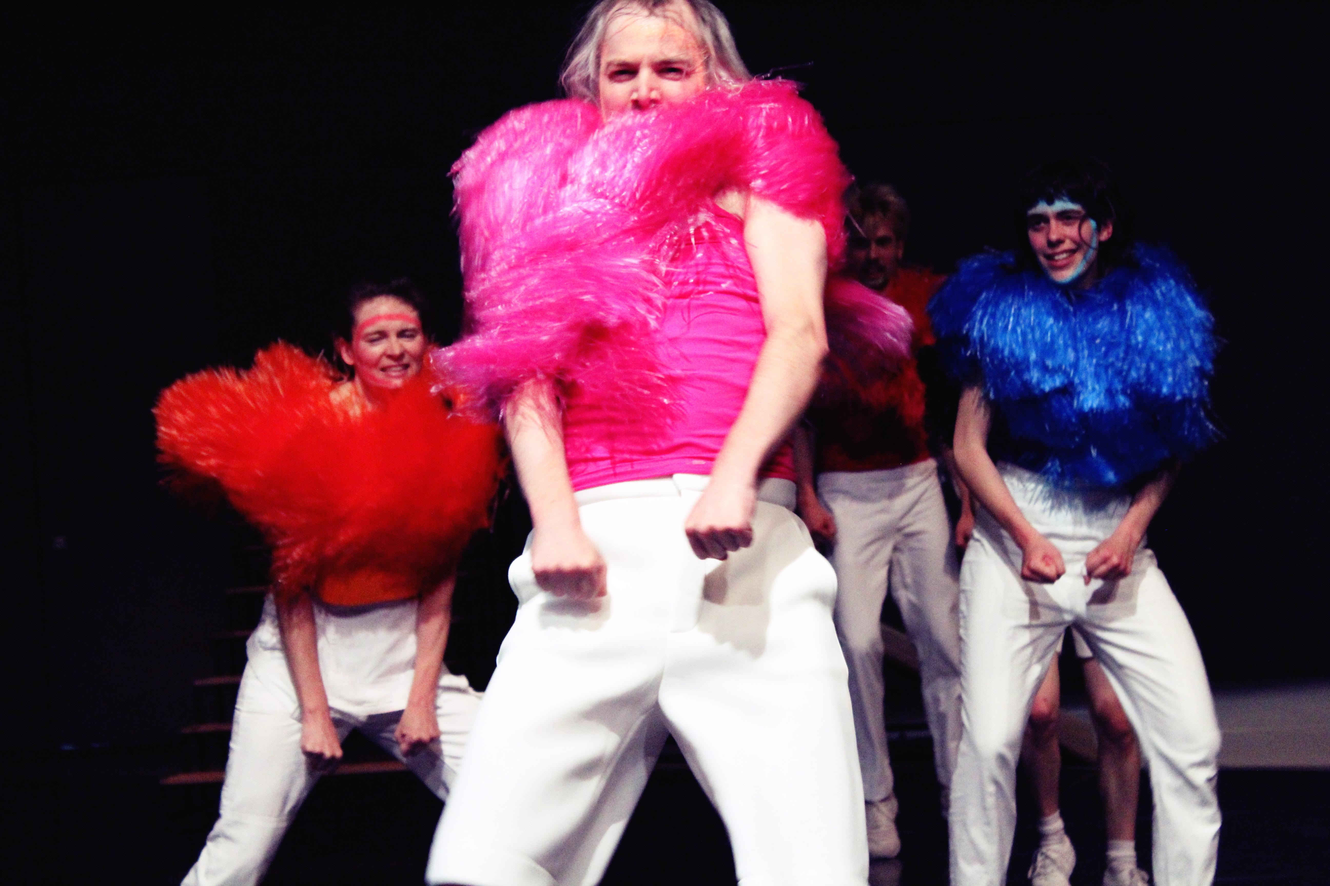 Mascha Bischoff_Kostümbild_Bühnenbild_FUN!_ Lea Moro_ Tanzhaus Zürich_Tanz im August_Foto Mascha Mihoa Bischoff_7