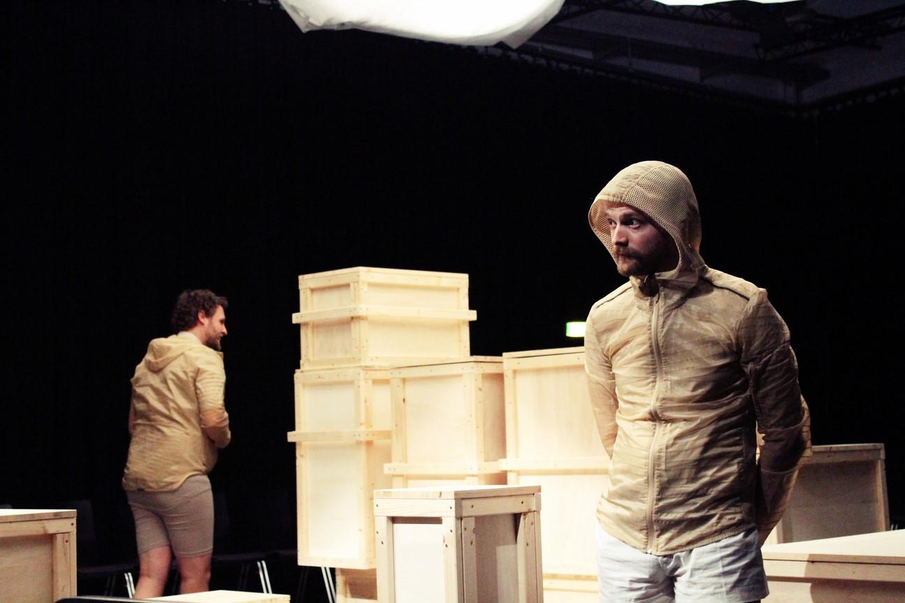 Kostüm_Die Ausgrabung_Regie vorschlaghammer_Kostümbild_ Mascha Mihoa Bischoff_Ringlokschuppen Ruhr_Foto Mascha Bischoff (Kopie)