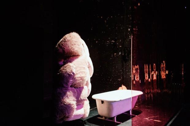 Kostüm_Eltern - Ein Forschungsunterfangen_ Kostümbild Mascha Bischoff_Regie Hannah Biedermann_Theater Bremen_Mokstheater_Fotos Christian Wasenmueller (1) (Kopie)
