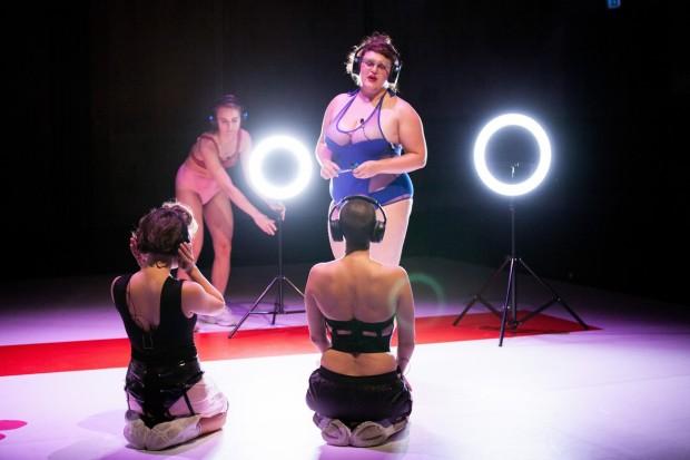 Henrike Iglesias_Oh my_Kostüm Mascha Mihoa Bischoff_Roxytheater Birsfelden_Sophiensaele Berlin_Foto Paula Reissig (6) (Kopie)