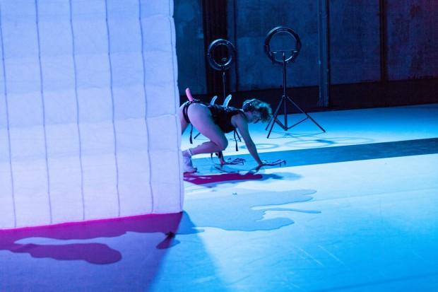 Henrike Iglesias_Oh my_Kostüm Mascha Mihoa Bischoff_Roxytheater Birsfelden_Sophiensaele Berlin_Foto Paula Reissig (9) (Kopie)