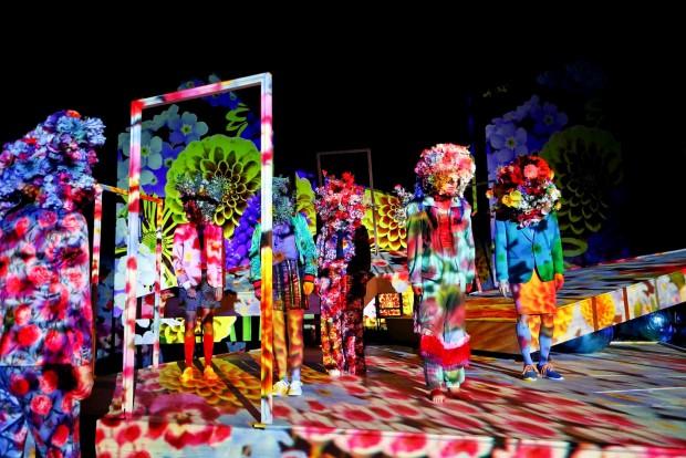 Schauspielhaus Bochum_Alle Jahre wieder_Regie Hannah Biedermann_Bühnenbild Mascha Mihoa Bischoff_Kostümbild Mascha Mihoa Bischoff_Foto Birgit Hupfeld(10)