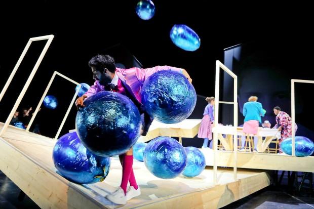 Schauspielhaus Bochum_Alle Jahre wieder_Regie Hannah Biedermann_Bühnenbild Mascha Mihoa Bischoff_Kostümbild Mascha Mihoa Bischoff_Foto Birgit Hupfeld(11)
