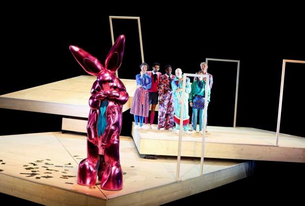 Schauspielhaus Bochum_Alle Jahre wieder_Regie Hannah Biedermann_Bühnenbild Mascha Mihoa Bischoff_Kostümbild Mascha Mihoa Bischoff_Foto Birgit Hupfeld(12)