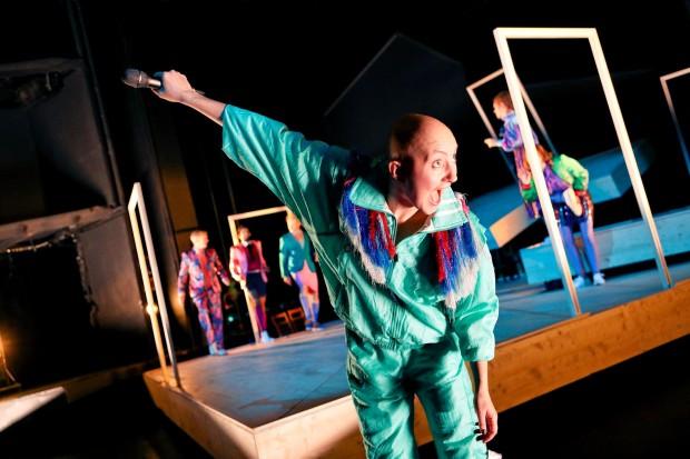 Schauspielhaus Bochum_Alle Jahre wieder_Regie Hannah Biedermann_Bühnenbild Mascha Mihoa Bischoff_Kostümbild Mascha Mihoa Bischoff_Foto Birgit Hupfeld(14)