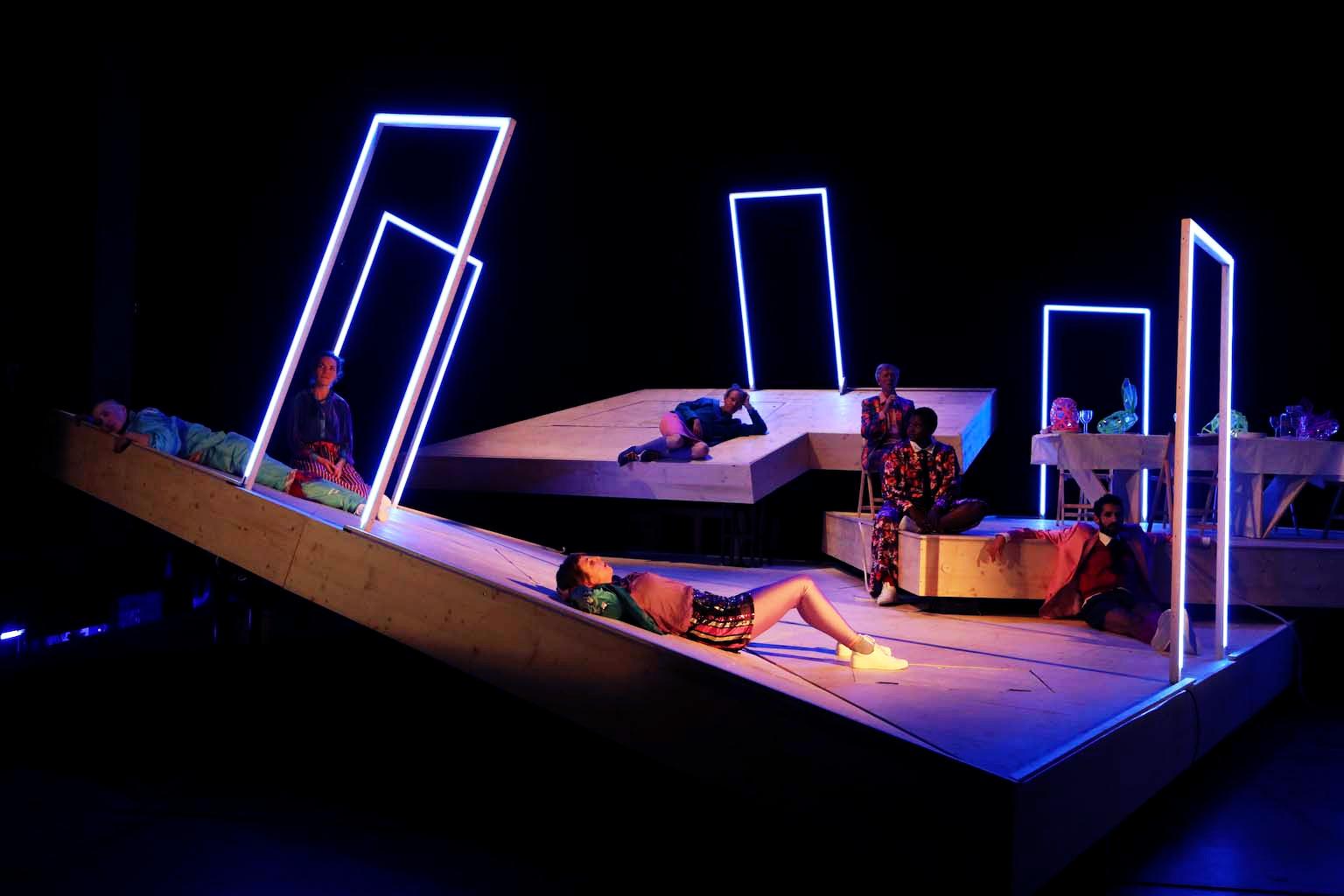 Schauspielhaus Bochum_Alle Jahre wieder_Regie Hannah Biedermann_Bühnenbild Mascha Mihoa Bischoff_Kostümbild Mascha Mihoa Bischoff_Foto Birgit Hupfeld(8)