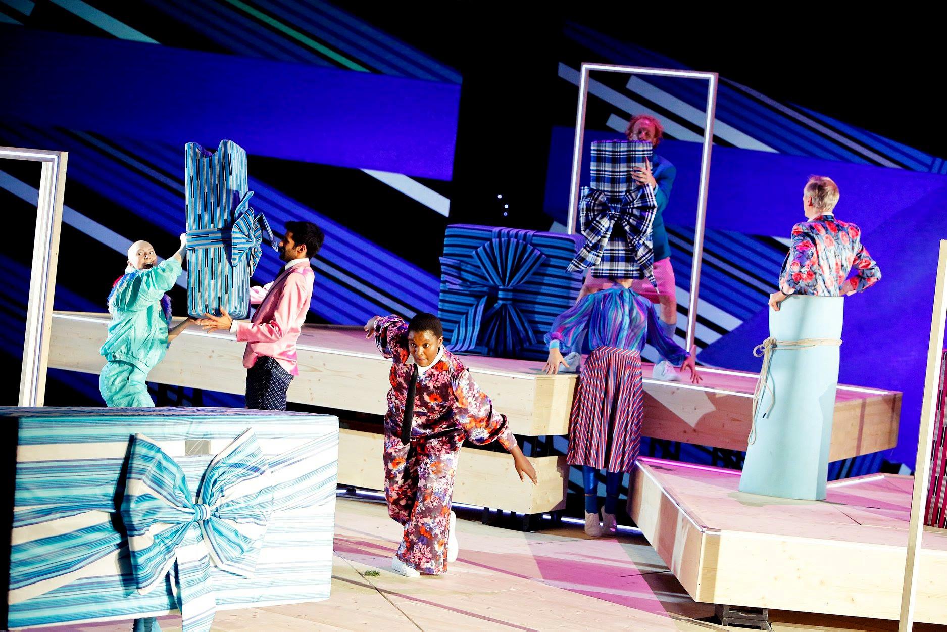 Schauspielhaus Bochum_Alle Jahre wieder_Regie Hannah Biedermann_Bühnenbild Mascha Mihoa Bischoff_Kostümbild Mascha Mihoa Bischoff_Foto Birgit Hupfeld(9)