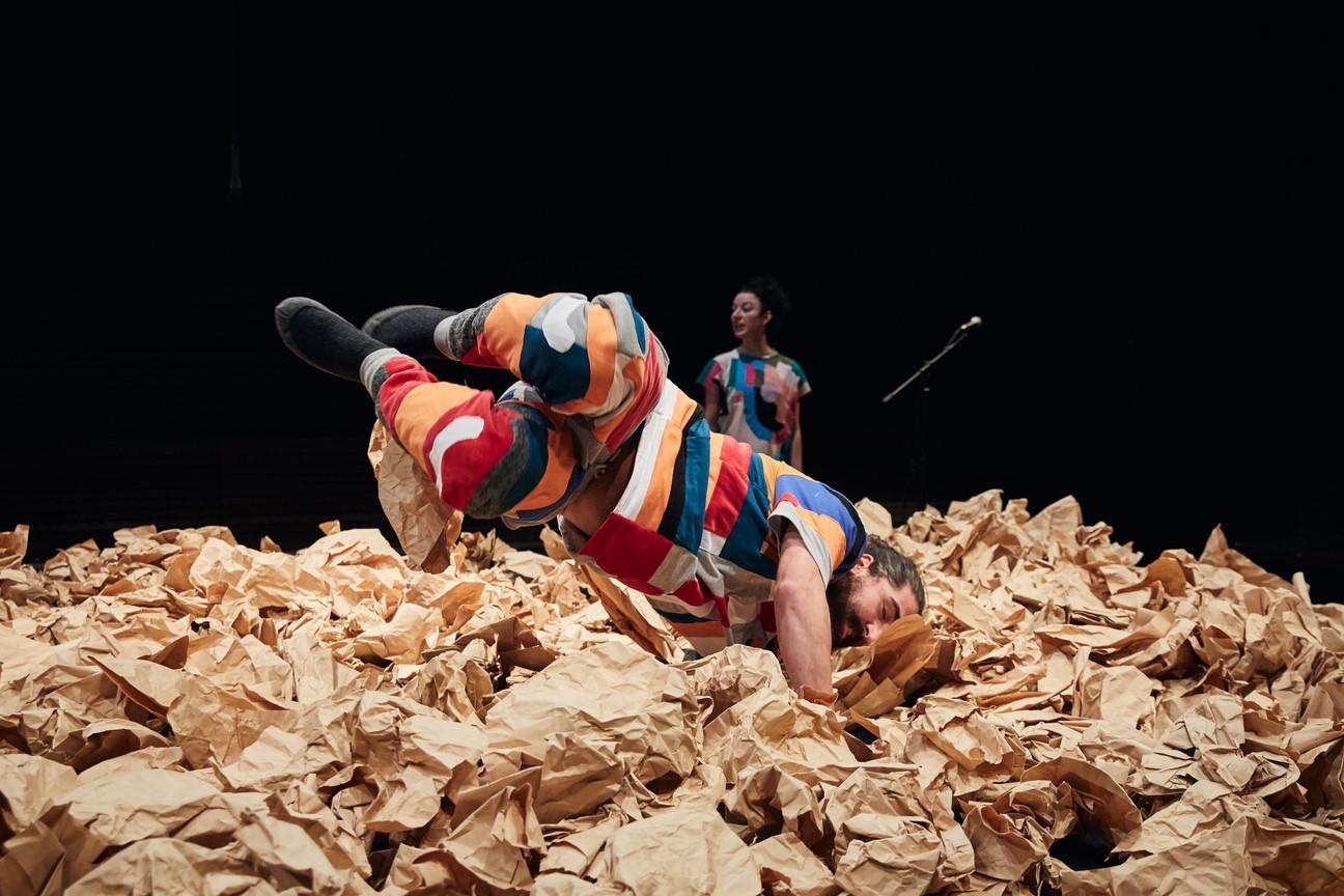 JES_Junges Esemble Stuttgart_Rose ist eine Rose_Regie Hannah Biedermann_Bühne und Kostüme Mascha Mihoa Bischoff_Foto Alex Wunsch (4)