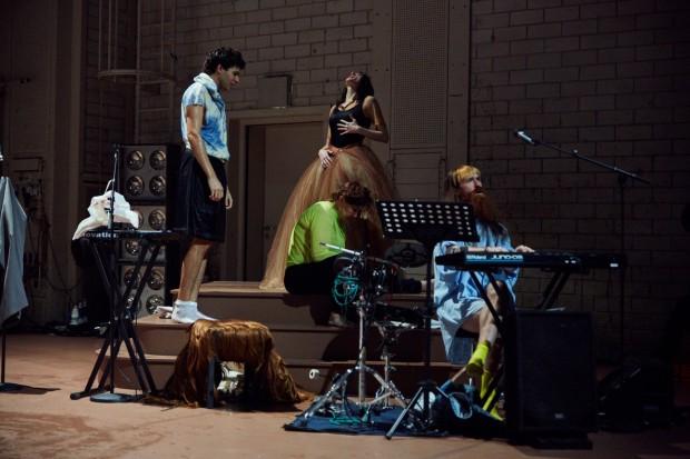Münchner Kammerspiele_Yung Faust_Regie Leonie Böhm_Kostüme Mascha Mihoa Bischoff_Foto Julian Baumann (12)