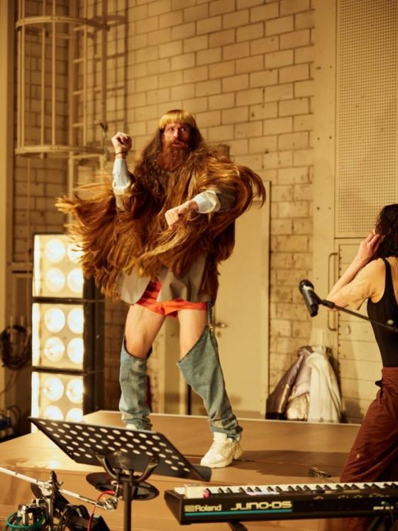 Münchner Kammerspiele_Yung Faust_Regie Leonie Böhm_Kostüme Mascha Mihoa Bischoff_Foto Julian Baumann (9)