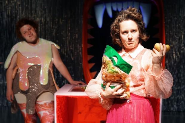Fressen_Regie Henrike Iglesias_Kostüm Mascha Mihoa Bischoff_Münchner Kammerspiele_Foto Nicole Wytycak (12)