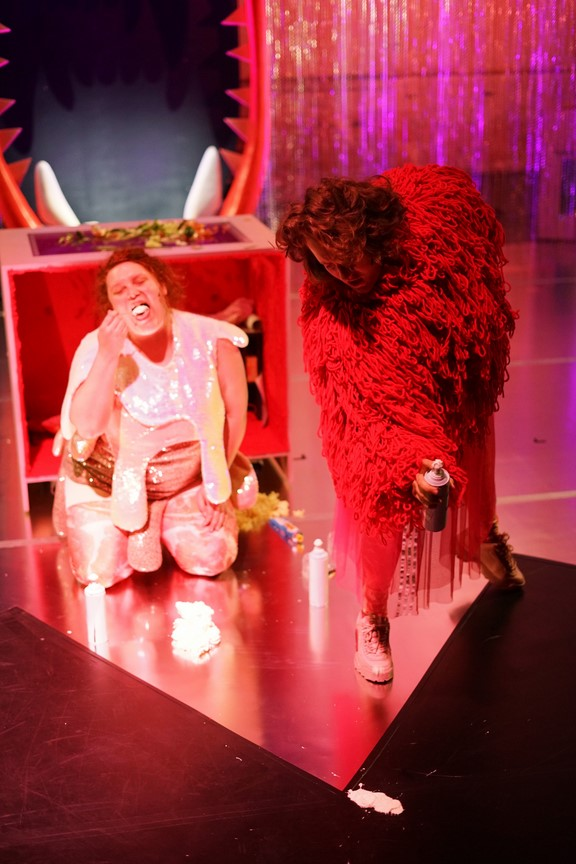 Fressen_Regie Henrike Iglesias_Kostüm Mascha Mihoa Bischoff_Münchner Kammerspiele_Foto Nicole Wytycak (13)