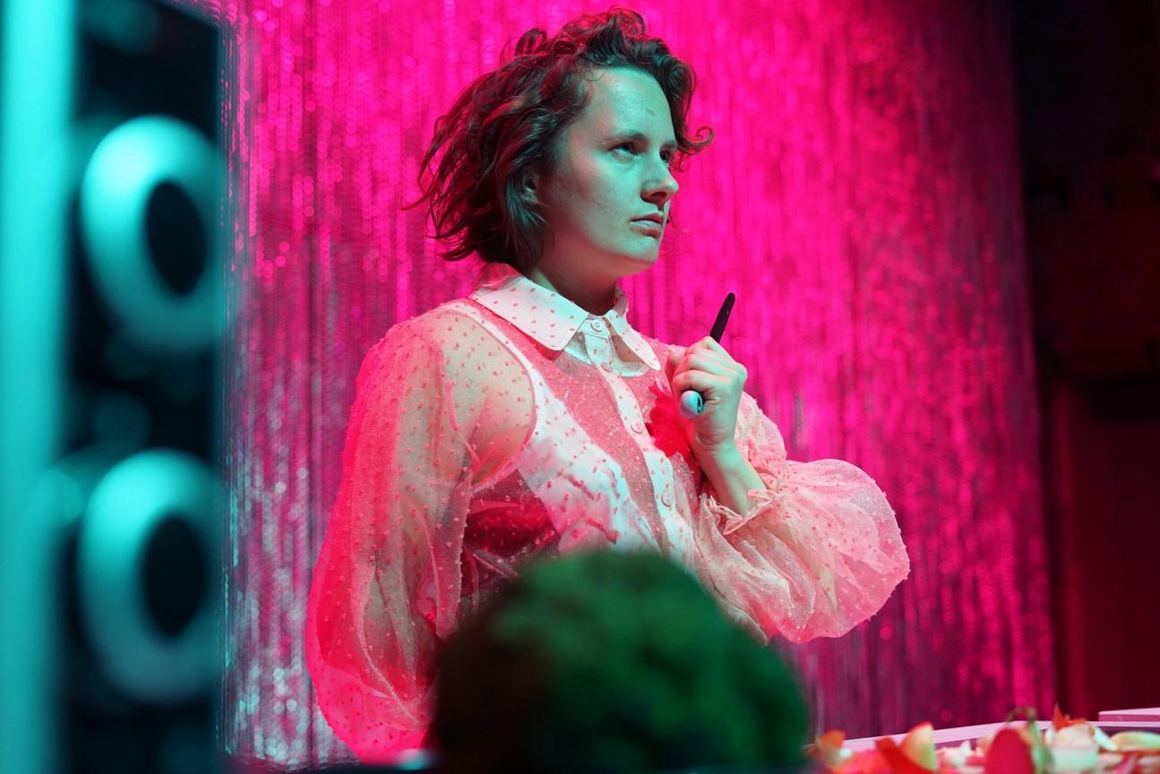 Fressen_Regie Henrike Iglesias_Kostüm Mascha Mihoa Bischoff_Münchner Kammerspiele_Foto Nicole Wytycak (14)