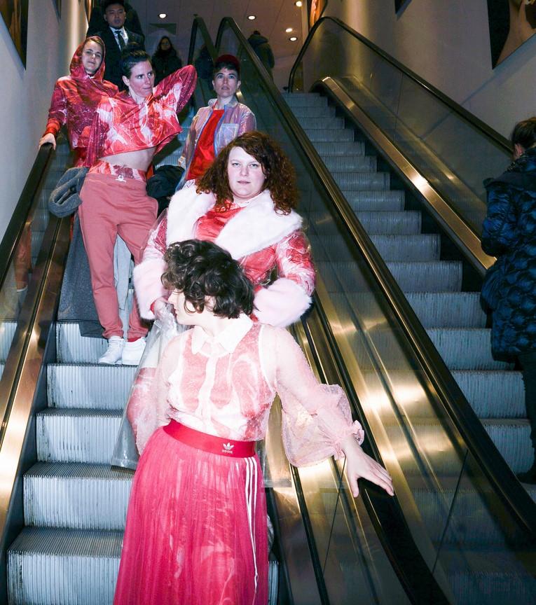 Fressen_Regie Henrike Iglesias_Kostüm Mascha Mihoa Bischoff_Münchner Kammerspiele_Foto Nicole Wytycak (2)