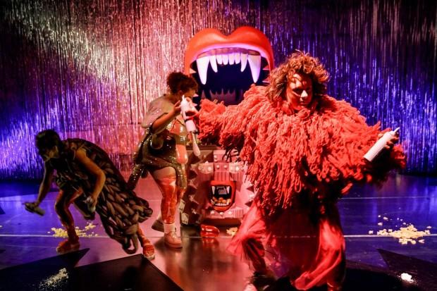 Fressen_Regie Henrike Iglesias_Kostüm Mascha Mihoa Bischoff_Münchner Kammerspiele_Foto Nicole Wytycak (20)