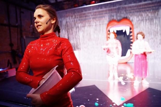 Fressen_Regie Henrike Iglesias_Kostüm Mascha Mihoa Bischoff_Münchner Kammerspiele_Foto Nicole Wytycak (23) (Kopie)