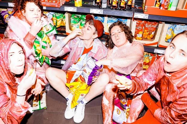 Fressen_Regie Henrike Iglesias_Kostüm Mascha Mihoa Bischoff_Münchner Kammerspiele_Foto Nicole Wytycak (7)