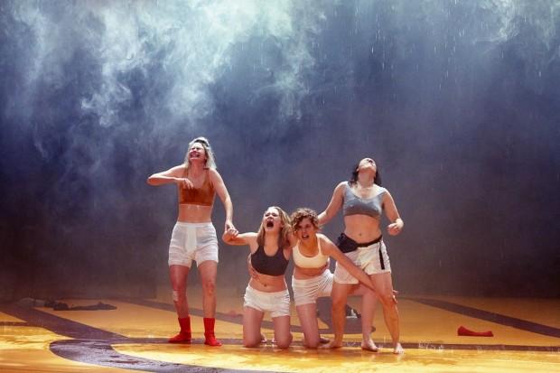 Kostüm_Die Räuberinnen_Regie Leonie Böhm_Kostümbild_ Mascha Mihoa Bischoff_Münchner Kammerspiele_Foto Judith Buss (3) (Kopie)