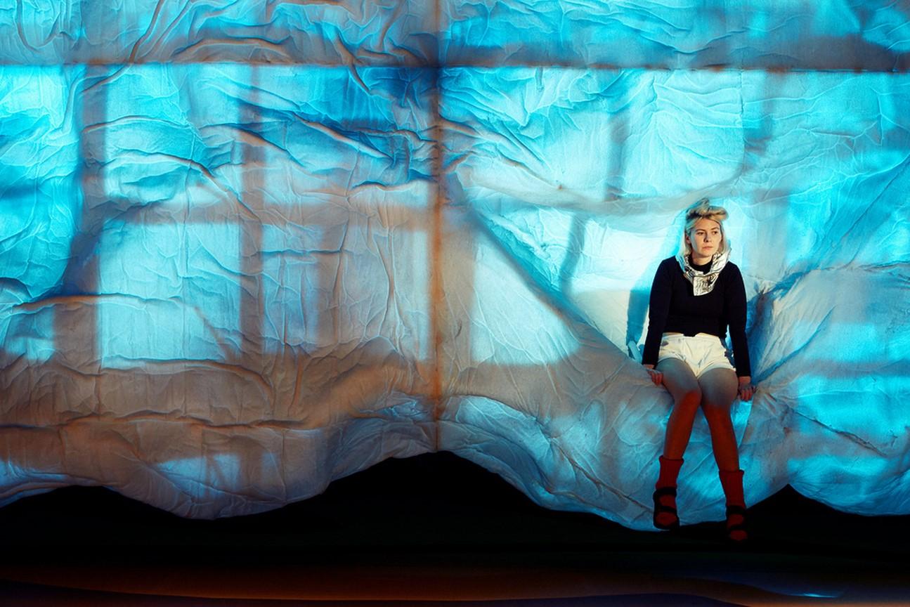 Kostüm_Die Räuberinnen_Regie Leonie Böhm_Kostümbild_ Mascha Mihoa Bischoff_Münchner Kammerspiele_Foto Judith Buss (Kopie)
