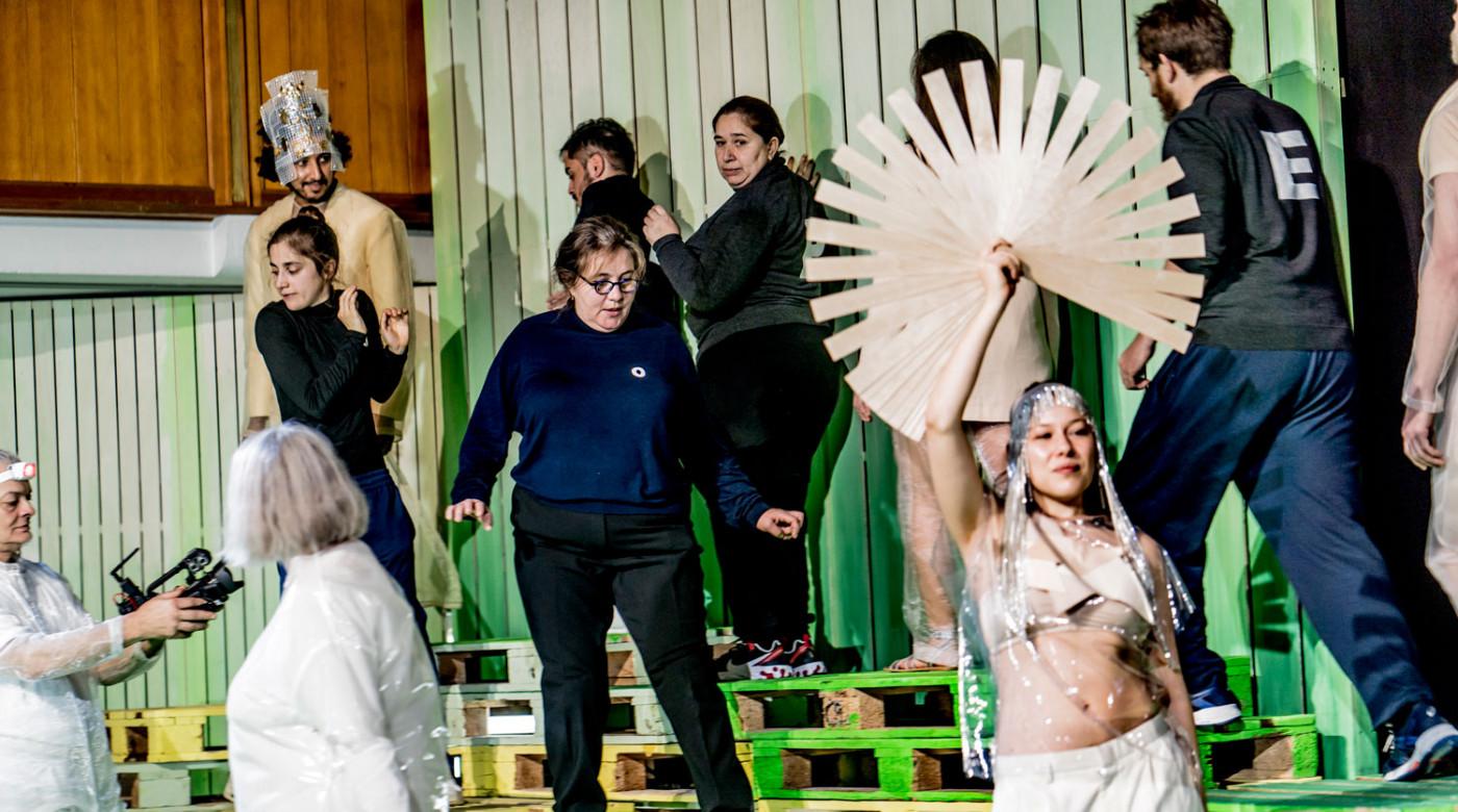 Menschen Göttern gleich_Veddeltopia_Schauspielhaus Hamburg_Regie_Paulina Neukampf_Kostüme_Kostümbild_Mascha Mihoa Bischoff_Foto Christian Bartsch (4)