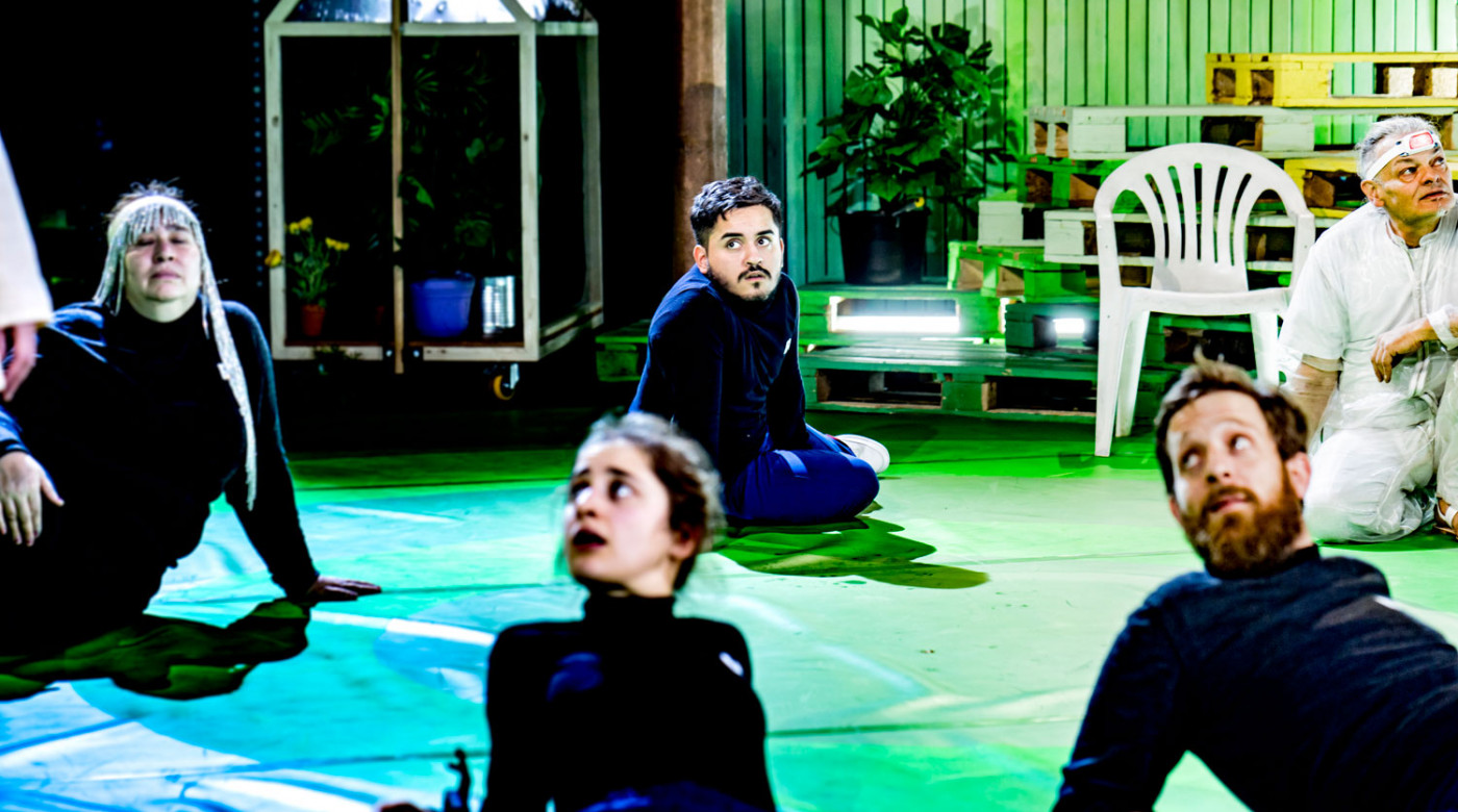 Menschen Göttern gleich_Veddeltopia_Schauspielhaus Hamburg_Regie_Paulina Neukampf_Kostüme_Kostümbild_Mascha Mihoa Bischoff_Foto Christian Bartsch (7)