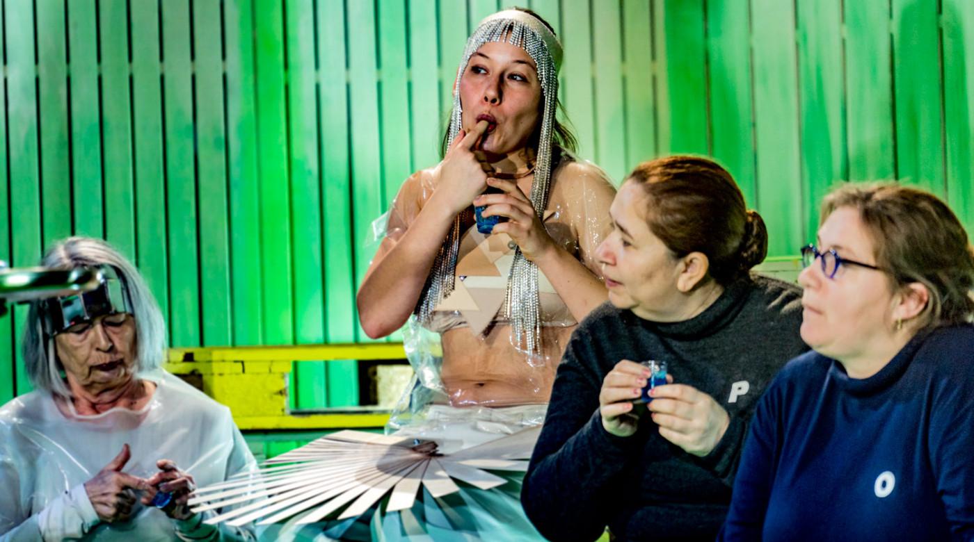 Menschen Göttern gleich_Veddeltopia_Schauspielhaus Hamburg_Regie_Paulina Neukampf_Kostüme_Kostümbild_Mascha Mihoa Bischoff_Foto Christian Bartsch (8)